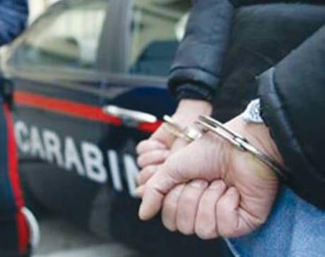 Sale sul treno con una pistola      nascosta nel bagaglio:      arrestato dai carabinieri 21enne