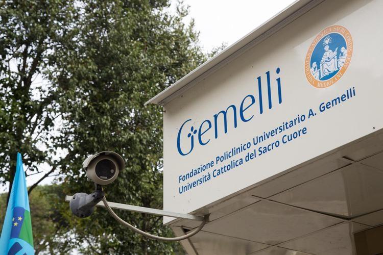 """Covid Roma, Gemelli: """"Situazione critica, terapia intensiva satura"""""""