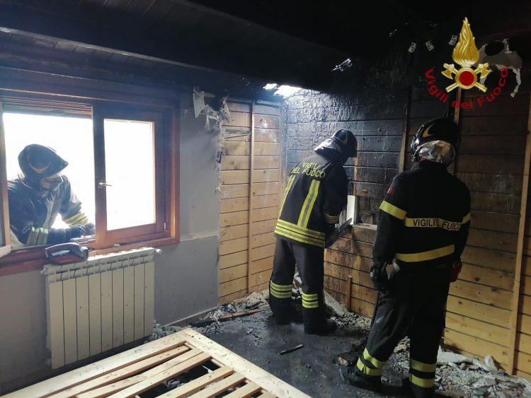 Tetto in legno a fuoco a Borgo San Martino