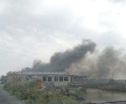 """Ancora fiamme  a """"La Vecchia Scogliera"""":  bruciano sterpaglie e rifiuti"""