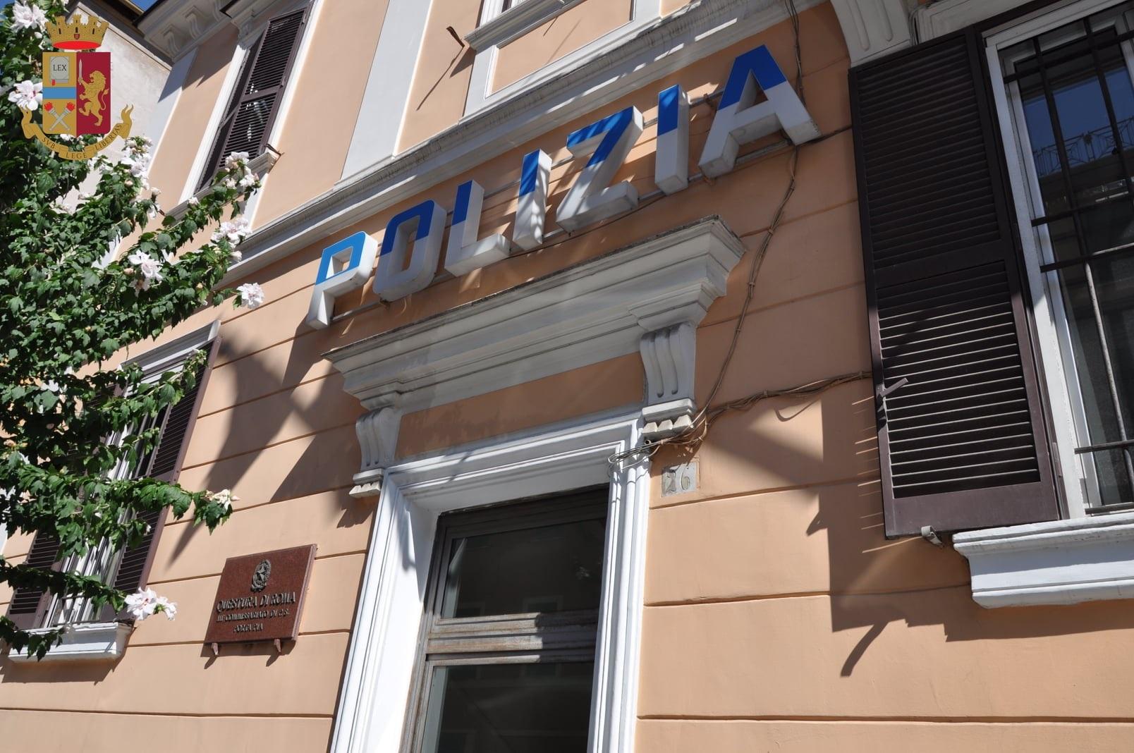 """Al commissariato Porta Pia donato """"In nome del figlio"""" il libro in memoria dell'agente Antiochia ucciso dalla mafia"""
