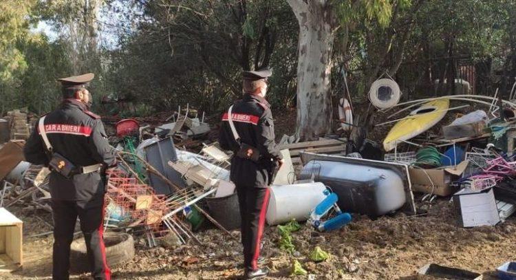 Combustione illecita di rifiuti: nonno e nipote arrestati dai Carabinieri