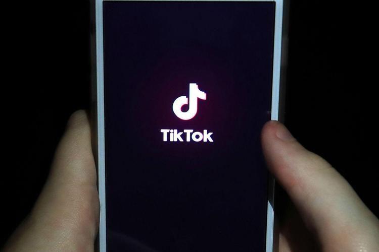 """Tik Tok, """"influencer pericolosa per i bambini"""": confermato il sequestro del profilo"""