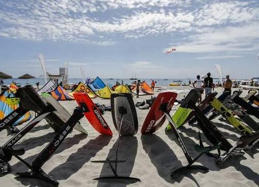 Il Comune vieta il kitesurf a Fregene:      parte la diffida del Codacons