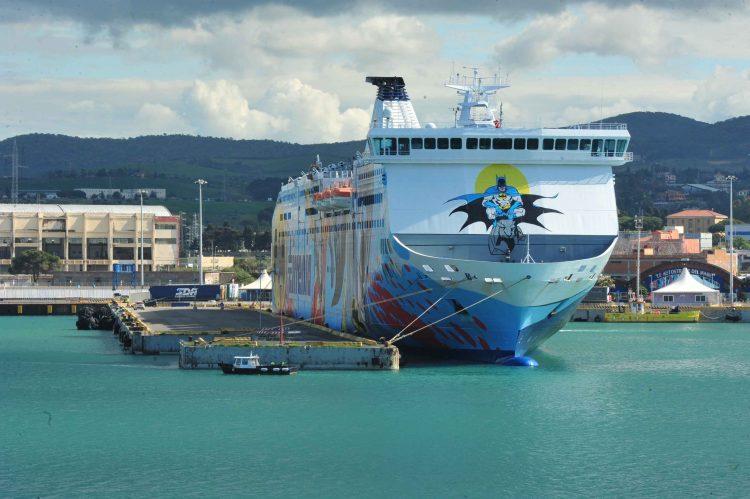 Due marittimi positivi a bordo:  slitta di tre ore la partenza per Olbia
