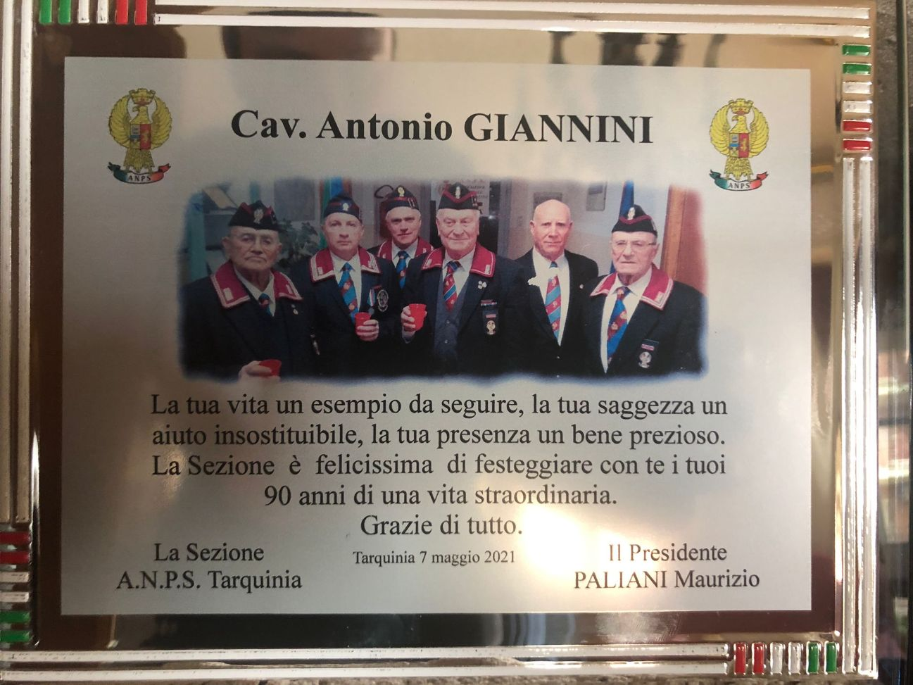 Tarquinia, una targa ricordo in cristallo e una pergamena per il 90esimo compleanno di Antonio Giannini