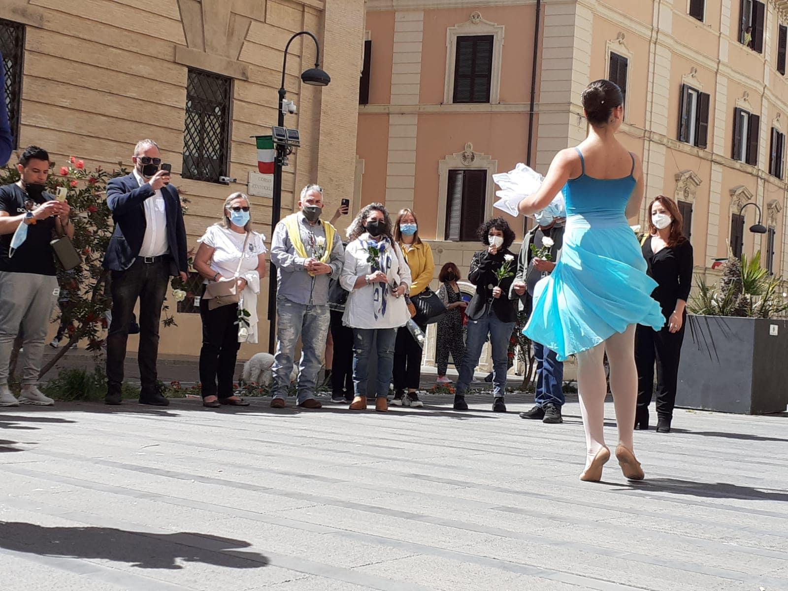 """""""Una rosa per Carla Fracci"""", la città ha ricordato Carla Fracci"""