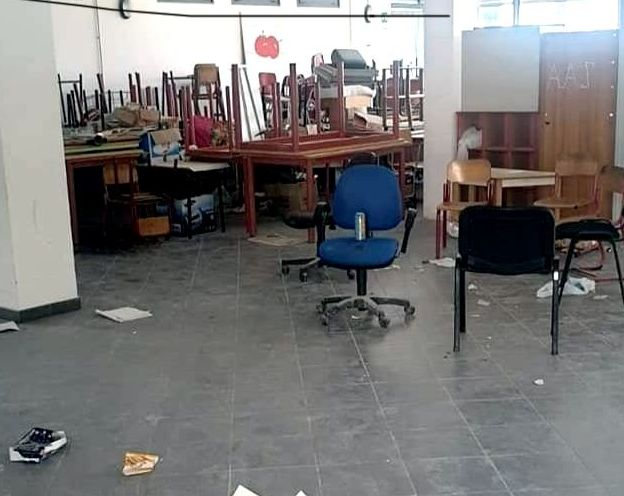 Baby gang in azione nella notte: atti vandalici nella scuola Vignacce