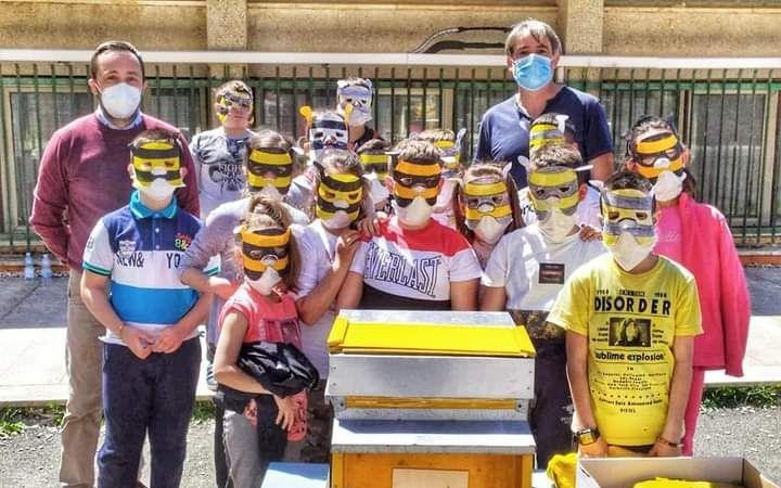 Studenti di Tolfa affascinati     dal magico mondo delle api
