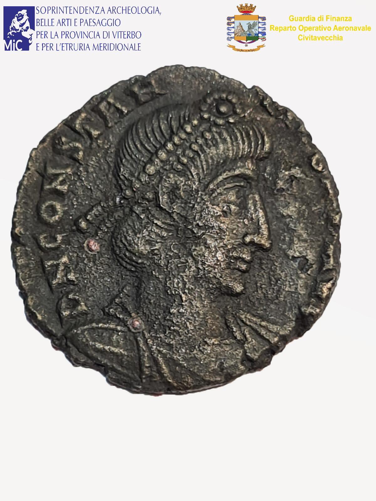Straordinaria scoperta archeologica nel lago di Bolsena: ritrovati un coltello e una moneta del IV secolo dopo Cristo