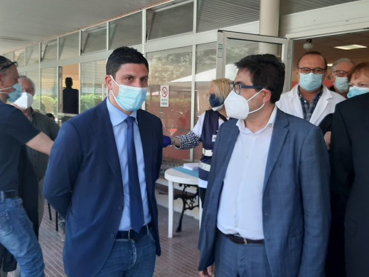 Sopralluogo dell'assessore regionale D'Amato al centro vaccinale di via Trapani a Ladispoli