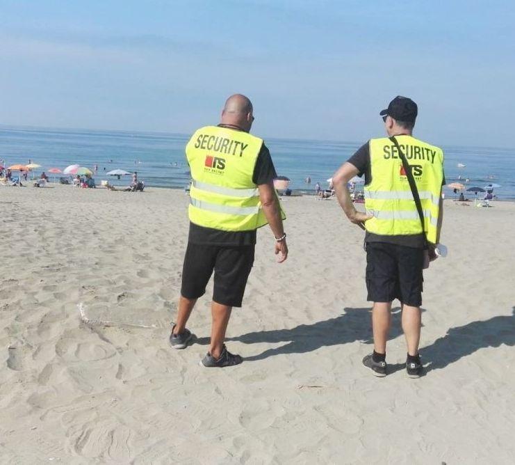 Spiagge libere, in campo quindici  steward