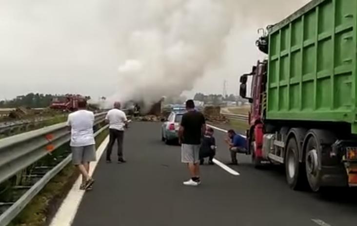 Camion in fiamme sulla Roma-Civitavecchia: morto carbonizzato il conducente