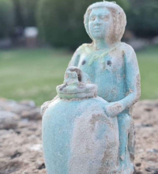 Un balsamario di rara bellezza nella tomba di una giovane donna di inizio VI secolo a.C.