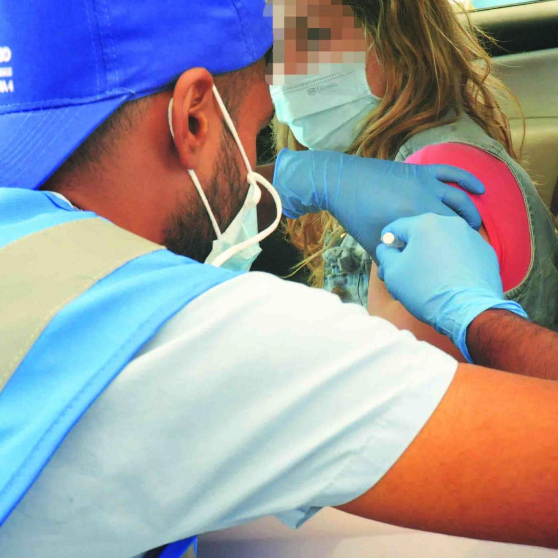 Covid e vaccini, tutto esaurito per l'open week Astrazeneca a Civitavecchia