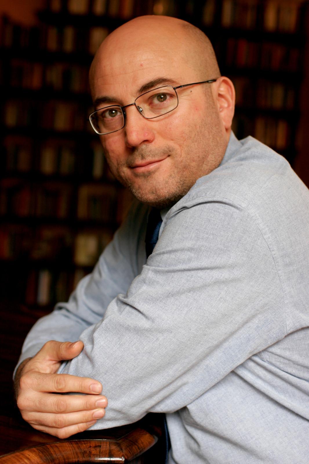 Aldo Cazzullo domani alle 19 firma libri in viale Garibaldi