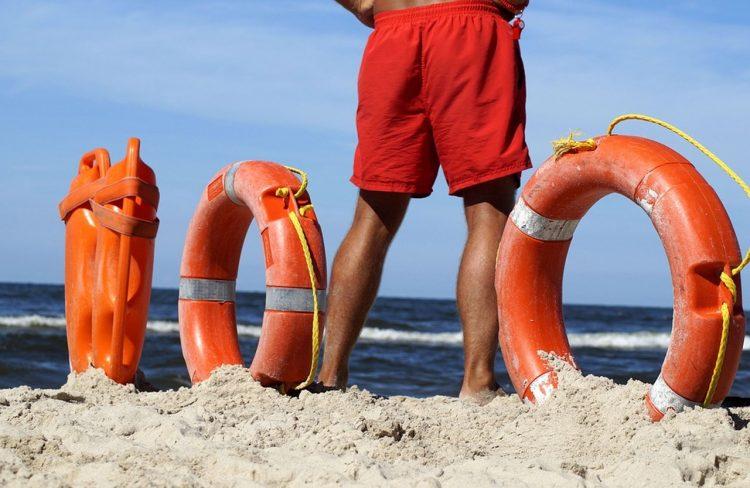 Si perde in spiaggia a Campo di Mare, bimba di 4 anni ritrovata dai balenari
