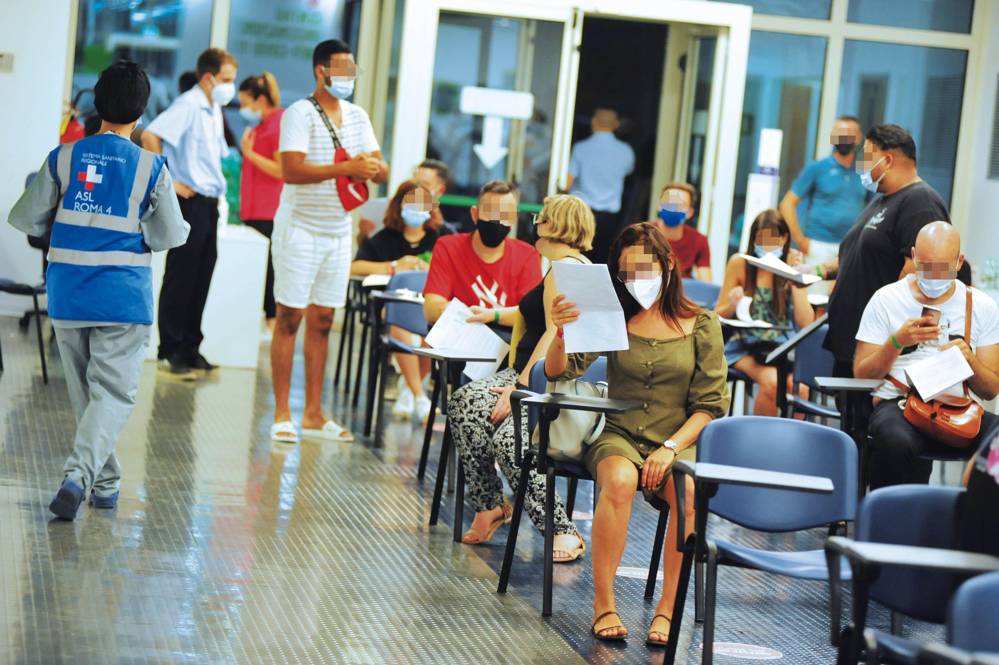 Covid e vaccini, una settimana di open day in porto