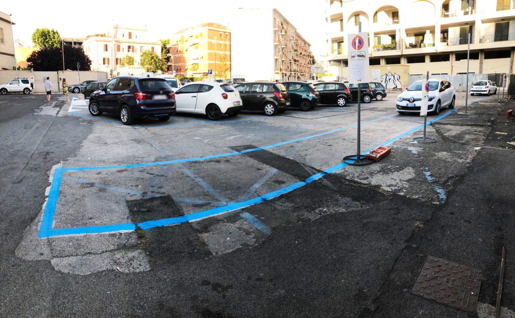 """Parcheggi blu, il gruppo consiliare grillino: """"I consiglieri non pagano ma per i cittadini salgono i costi"""""""