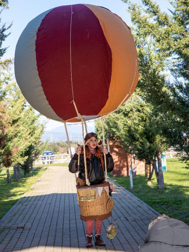 Tarquinia, un fine settimana stravagante tra acrobati, musicisti, clown, performer, operatori olistici, artigiani e vintage reseller
