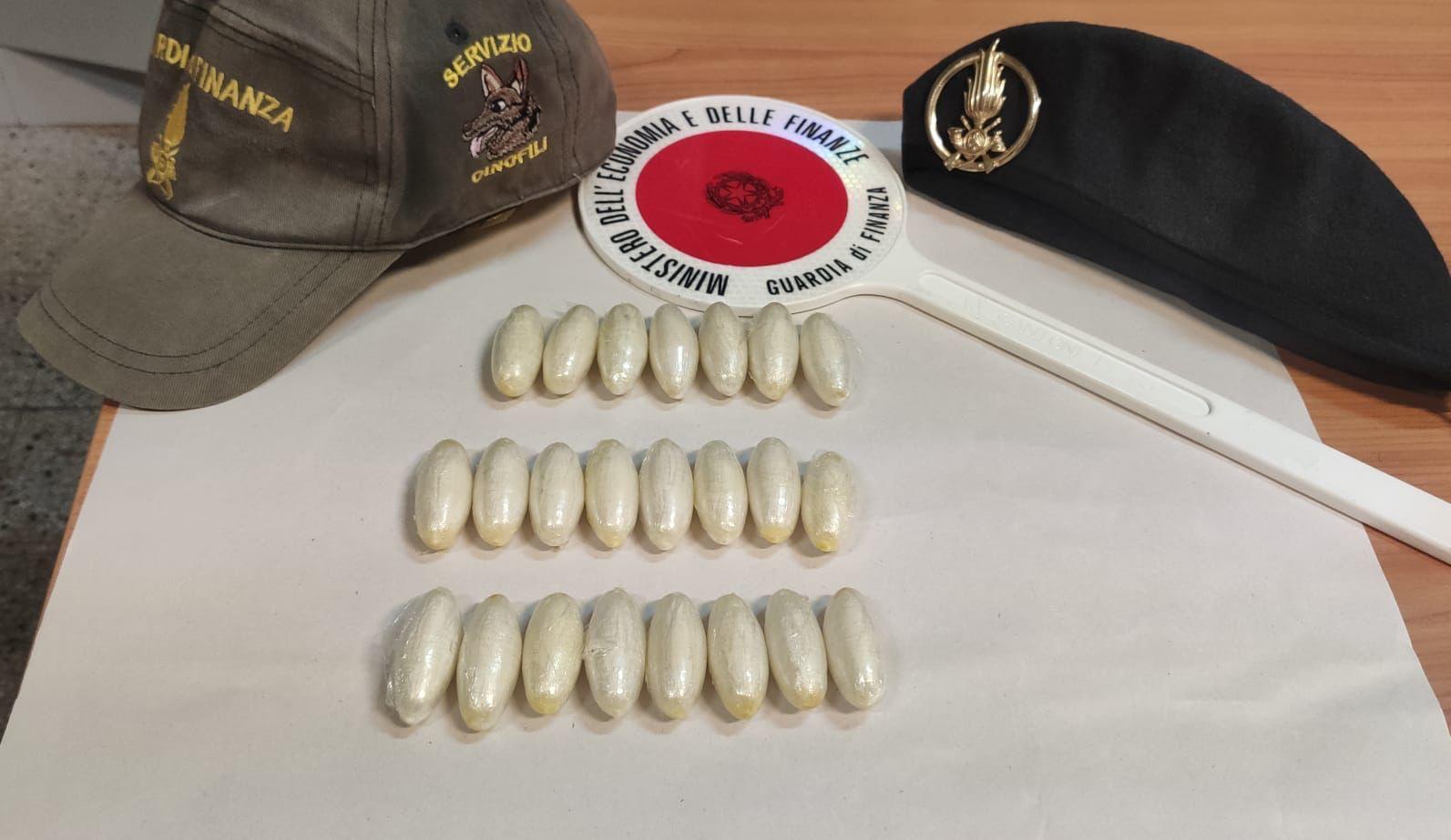 Fermato al porto dalla Finanza con 23 ovuli di eroina appena ingeriti