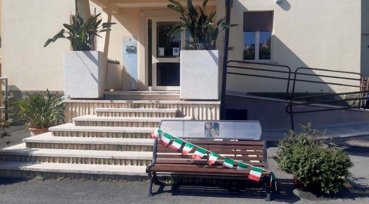 """Santa Marinella, inaugurata la """"panchina della legalità"""" nella giornata di ricordo della strage di via d'Amelio"""