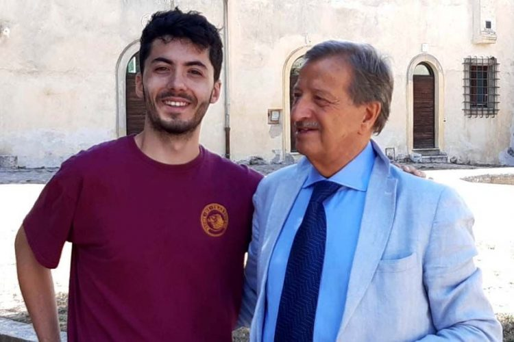 Il cantautore Fulminacci accolto a Santa Marinella