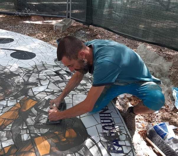 Pronto il mosaico dell'artista Riccardo      Pasquini realizzato nella Villa comunale