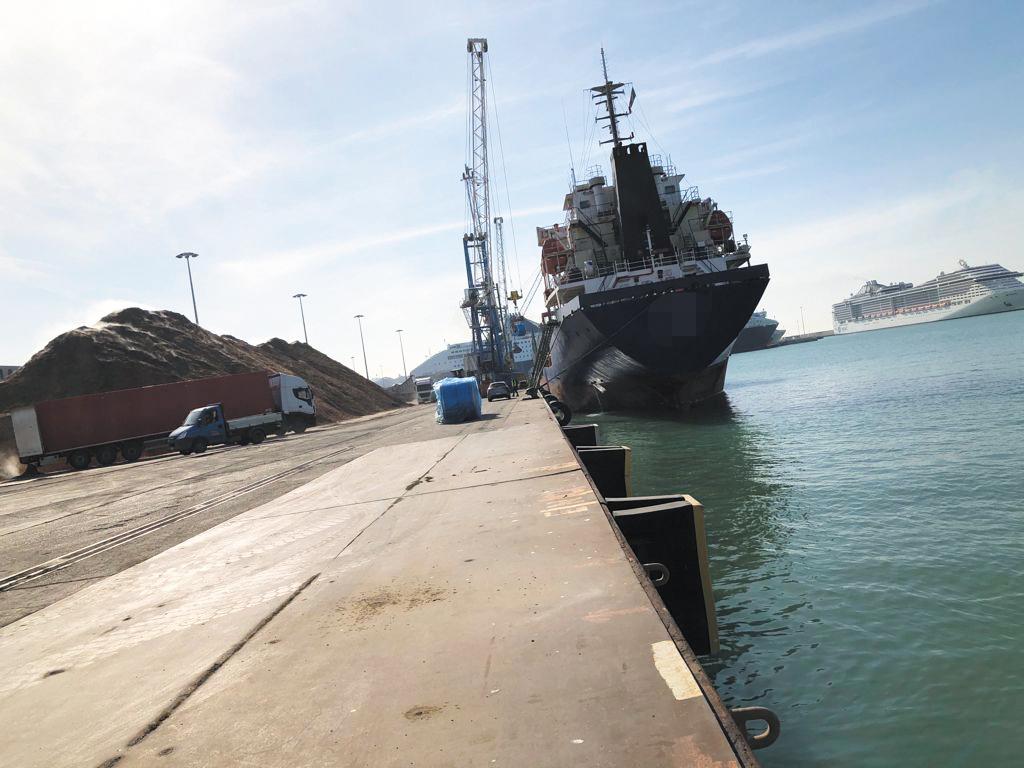 Incidente alla banchina 23: grave un portuale