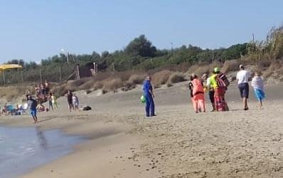 Muore in mare per salvare i figli