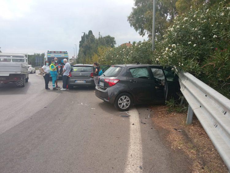 Tarquinia, auto finisce fuori strada lungo la provinciale Porto Clementino