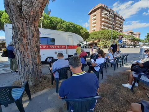 Vax tour, tanti turisti e residenti hanno ricevuto la dose Johnson & Johnson presso il punto sanitario mobile allestito a Tarquinia Lido
