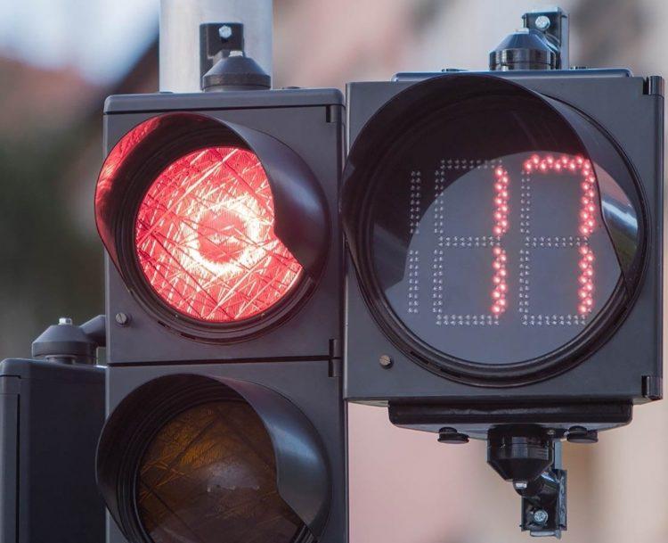 """«Si installi sui semafori     il servizio di  """"countdown""""»"""