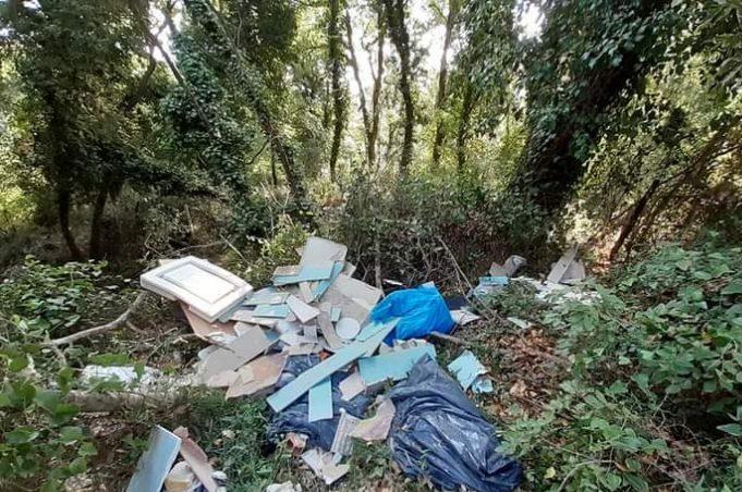 Cumuli di rifiuti edili  abbandonati alla Roccaccia