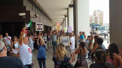 Green pass: protesta sotto il Consiglio regionale a Cagliari per dire 'no' alla certificazione