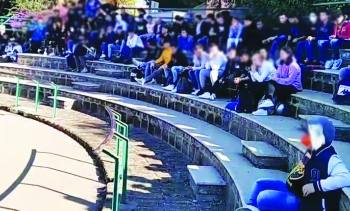 Marconi, protesta degli studenti contro     i doppi turni di ingresso: l'uscita slitta alle 15