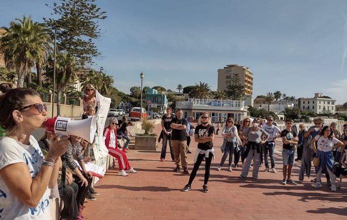 """No green pass, manifestazione anche a S. Marinella:     nasce il gruppo social """"Coordinamento 15 ottobre"""""""