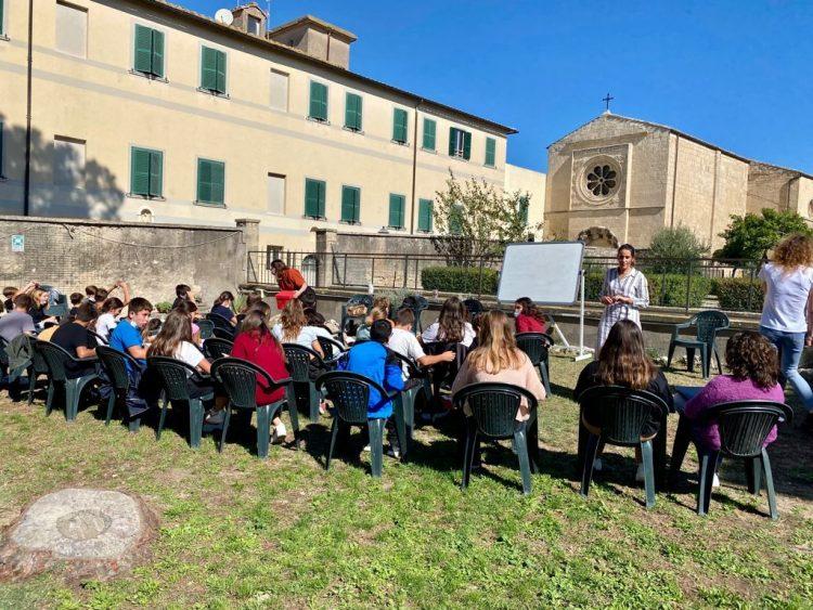 Tarquinia, all'Istituto San Benedetto una giornata di riflessione sui pericoli dei social e il bullismo grazie alle psicologhe del Progetto Rondini