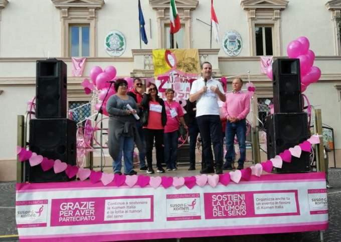 """In collina torna """"Emozioni in rosa"""" a favore delle donne operate al tumore del seno"""