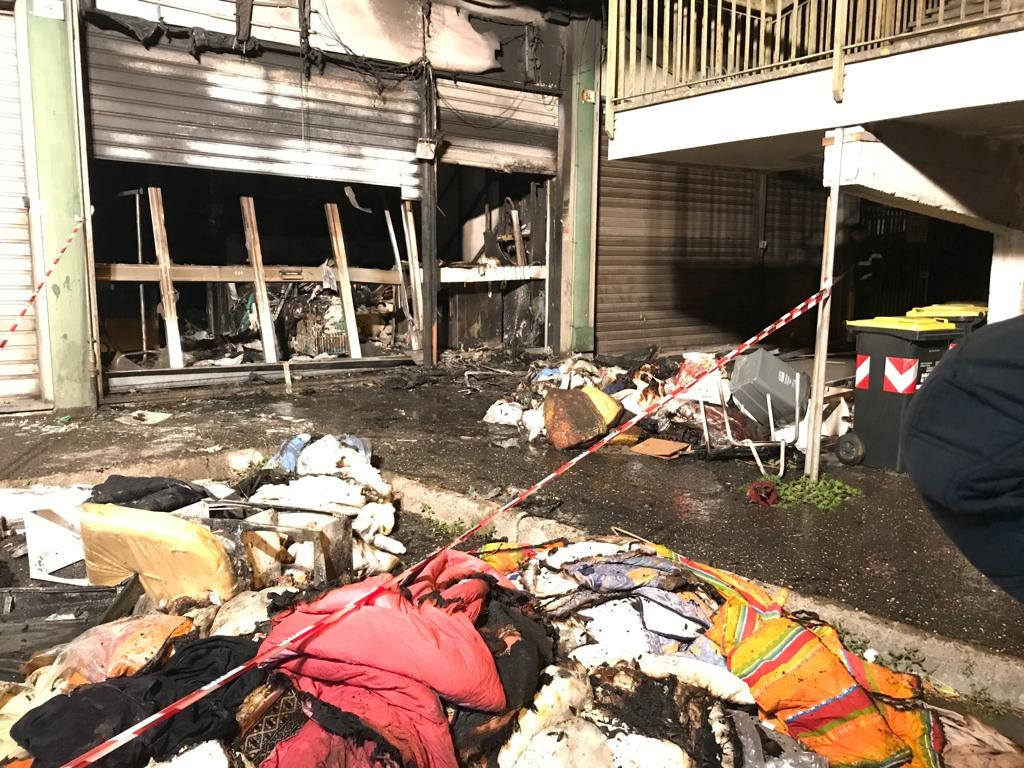 Incendio alla lavanderia di Cerveteri: inquirenti sulle tracce degli autori